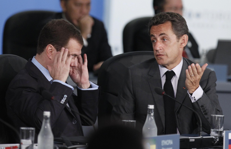 Президент России Дмитрий Медведев и президент Франции Николя Саркози на саммите Большой двадцатки в Торонто 27 июня 2010 года