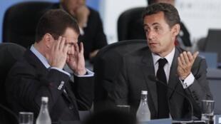 Russian President Dmitri Medvedev with France's Nicolas Sarkozy