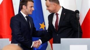 Президенты Франции и Польши Эмманюэль Макрон и Анджей Дуда после переговоров в Варшаве, 3 февраля 2020 года