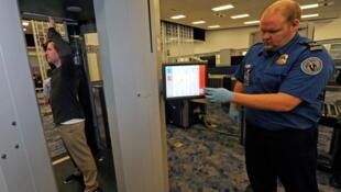 Un scanner corporel testé à l'aéroport de Las Vegas.