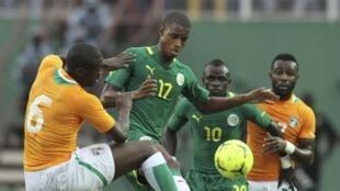 Ivoiriens et Sénégalais à la lutte en éliminatoires de la CAN 2013