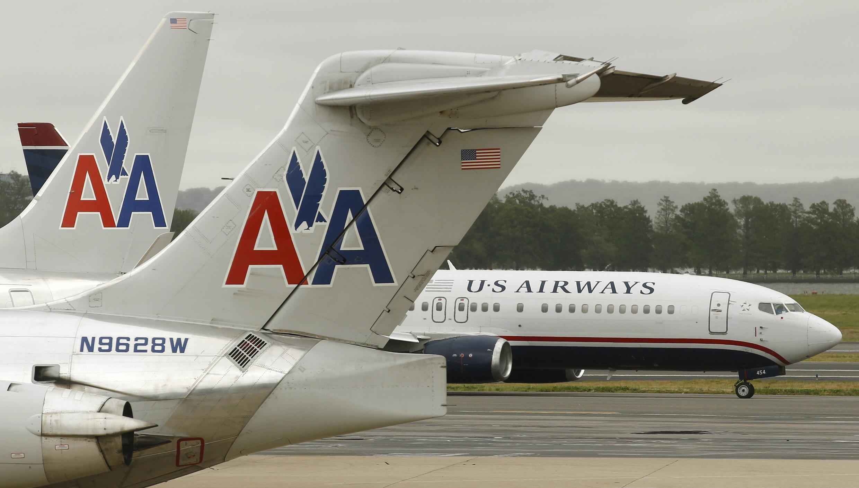 Un avion d'US Airways et un avion de d'American Airlines sur le tarmac de l'aéroport Ronald Reagan dans le Conté d'Arlington, en Virginie.