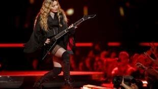 Madonna se apresentou na noite da quarta-feira (9) na AccorHotels Arena, em Paris.