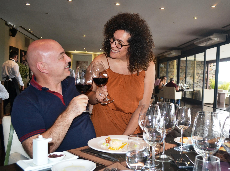 Elizane Mecena e Flávio Carli durante degustação em Mendoza