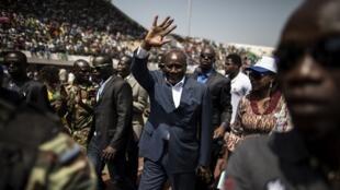 Karim Meckassoua, candidat indépendant, arrive pour son premier meeting de la campgne à l'élection présidentielle du 27 décembre, à Bangui, le 5 décembre 2015.