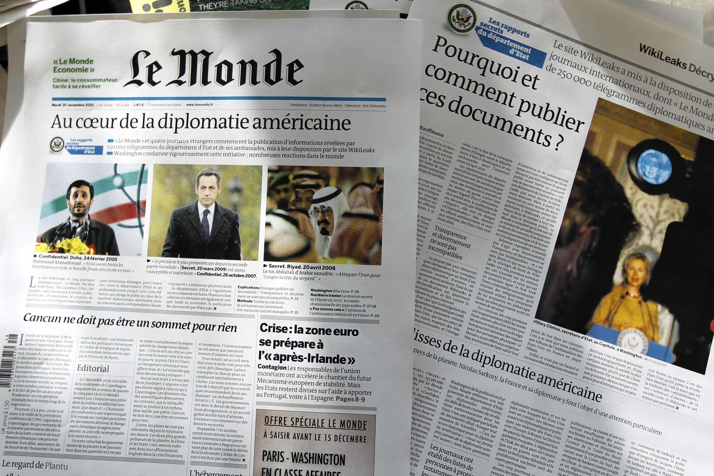 """Manchete do jornal le Monde, 30 de Novembro de 2010, """"no centro da diplomacia americana""""."""