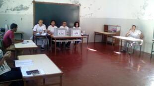Mesa de uma assembleia de voto