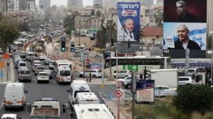 Carteles de campaña del Likud de Netanyahu en calles de Israel durante los ùltimos dìas . REUTERS/Ammar Awad