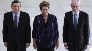 O presidente da Comissão Europeia, José Manuel Durão Barroso, a presidenta Dilma Rousseff e o presidente do Conselho Europeu, o belga Herman Van Rompuy.