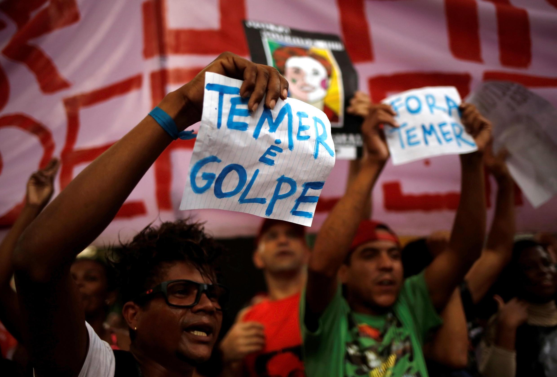 Des manisfestant anti-Temer et pro-Rousseff le 22 mai à Sao Paulo.