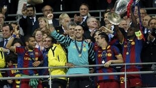 Wachezaji wa Barcelona wakishangilia kutawazwa mabingwa UEFA 2011/ 2012
