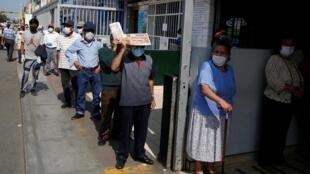 Les marchés publics sont devenus au Pérou de véritables foyers de contamination.