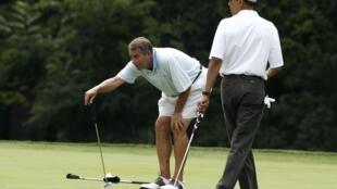Le président Barack Obama et le chef de l'opposition républicaine John Boehner jouant au golf dans le Maryland. 18 juin 2011.