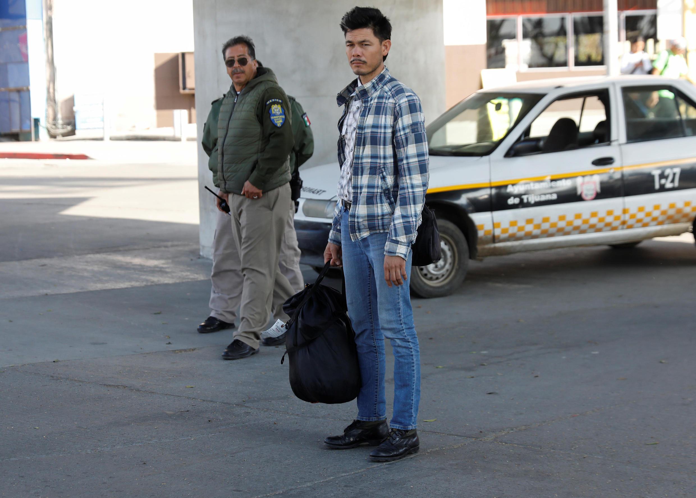 Một người tị nạn Trung Mỹ bị Hoa Kỳ gởi trả về Mêhicô, tại vùng biên giới Tijuana, ngày 30/01/2019.