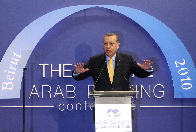Primeiro-ministro turco, Recep Tayyip Erdogan, discursa em Beirute, no Líbano.