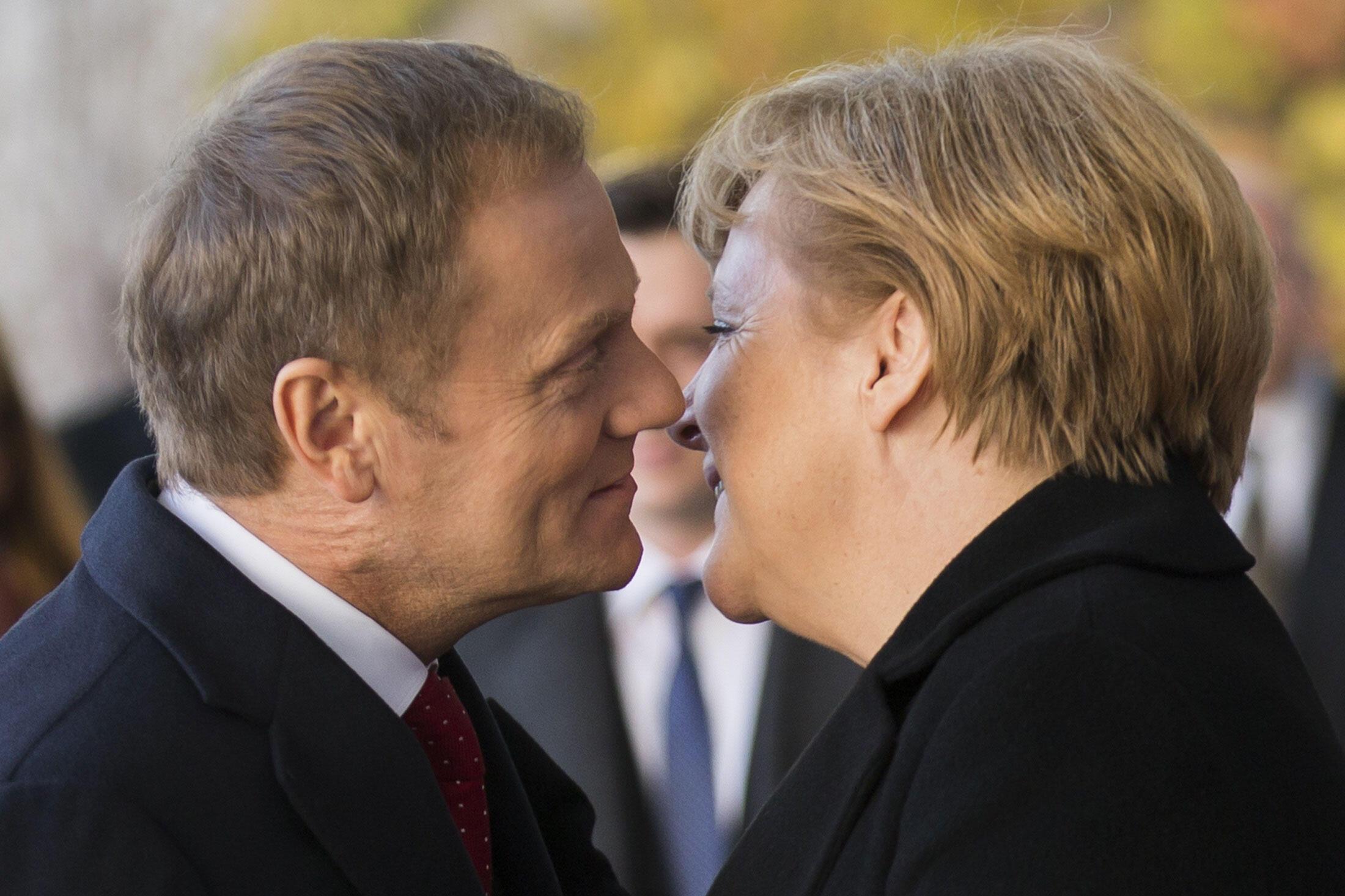 Germanophone, Donald Tusk a l'oreille d'Angela Merkel.