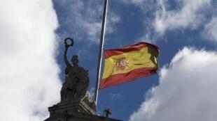 Bandeiras estão a meio-mastro em toda a Espanha.
