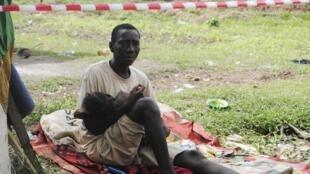 Suspeito de ter ebola na Libéria fica isolamento junto com a filha.