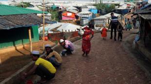 Des réfugiés rohingyas se préparent à fêter l'Aïd dans le camp de Kutupalong, au Bangladesh.