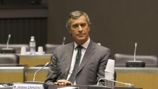 Jêrome Cahuzac aguarda o início de sua audiência na Assembleia Nacional, em Paris