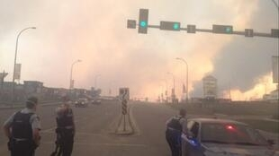 L'incendie s'étend sur une superficie de 850 km² autour de la ville de Fort McMurray, dans l'Alberta (Canada), le 3 mai 2016.
