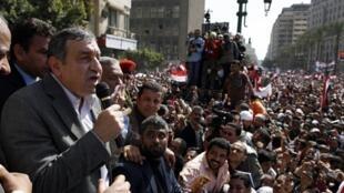 នាយករដ្ឋមន្ត្រីថ្មីអេហ្ស៊ីប លោក Essam Sharaf នៅទីលាន Tahrir ថ្ងៃទី៤មីនា ២០១១