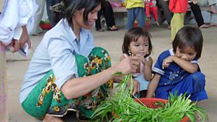 Một gia đình người Thượng tị nạn tại Cam Bốt.