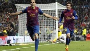 Kiungo wa Barcelona Cesc Fabregas akishangilia goli akiwa pamoja na Mshambuliaji Lionel Messi