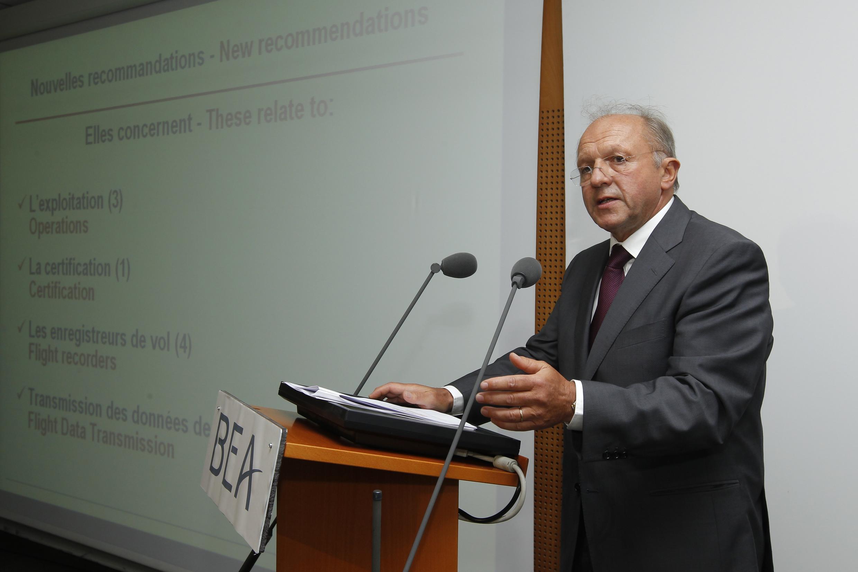 O diretor do Escritório de Investigações e Análises da (BEA, na sigla em francês), Jean-Paul Troadec, durante coletiva 29 de julho.