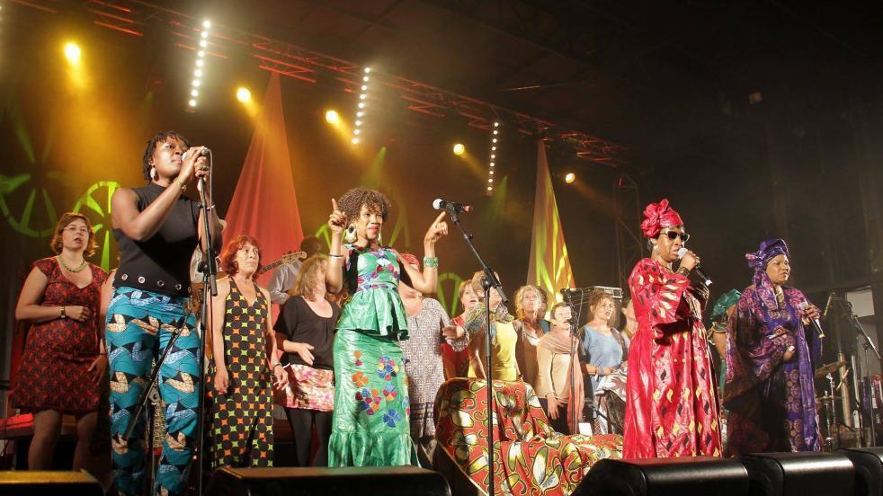 Mariam Koné - Rokia Koné - Mariam Doumbia - Kandia Kouyaté (de gauche à droite) quatre artistes du collectif Les Amazones d'Afrique.
