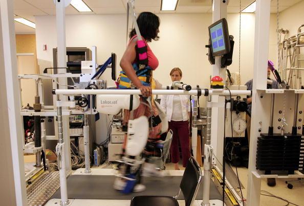 La robotique est déjà utilisée en médecine pour la rééducation chez certains patients.