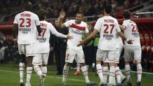 Jugadores del PSG celebrando el gol de Jérémy Ménez, este 6 de mayo de 2012 en Valenciennes.