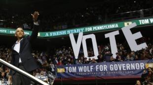 Presidente norte-americano, Barack Obama, em campanha pelo candidato a governador do Estado da Pensilvânia, Tom Wolf, no último domingo (2).