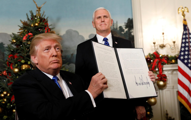 Tổng thống Mỹ Donald Trump công bố văn bản công nhận Jerusalem là thủ đô của Israël, ngày 06/12/2017.