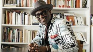Portrait de l'écrivain Alain Mabanckou, à l'occasion de la sortie de son roman «Les cigognes sont immortelles», aux éditions du Seuil