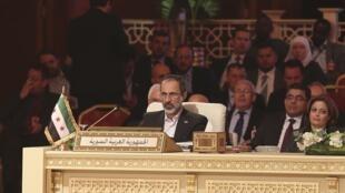 O líder do movimento da oposição síria,  Ahmad Moaz Al-Khatib, durante a Cúpula da Liga Árabe em Doha, no Catar, nesta terça-feira.