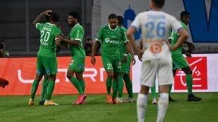 Les Stéphanois ont dominé l'Olympique de Marseille avec notament un but signé Denis Bouanga (N.20) au stade Vélodrome, le 17 septembre 2020