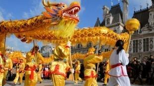 La danse du dragon, un des symboles du Nouvel an chinois les plus connus des Mauriciens.