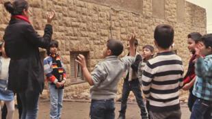 A défaut de pouvoir suivre le système scolaire officiel, faute de place et de capacités dans les écoles publiques libanaises, les élèves accueillis au centre d'Aley apprennent les bases du français.