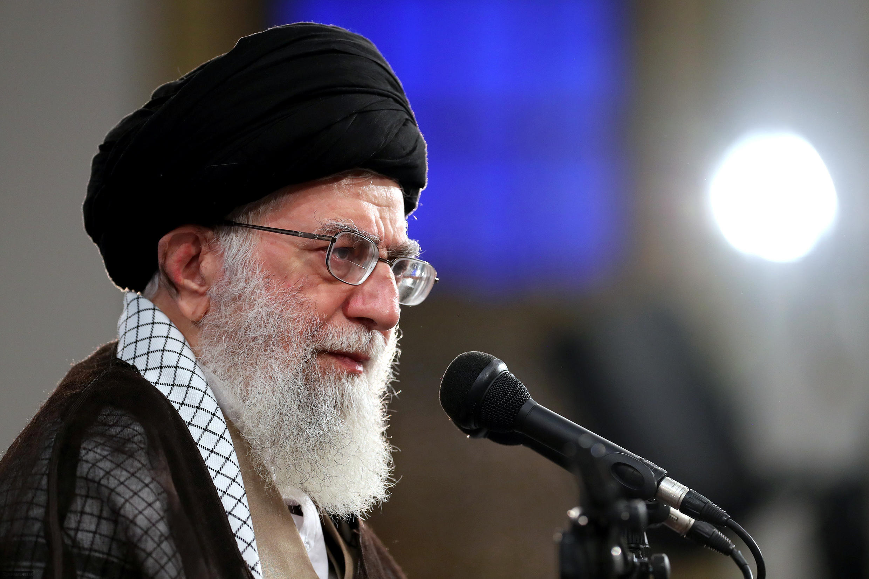 دیدار نمایندگان و جمعی از کارکنان مجلس شورای اسلامی، با آیتالله خامنهای