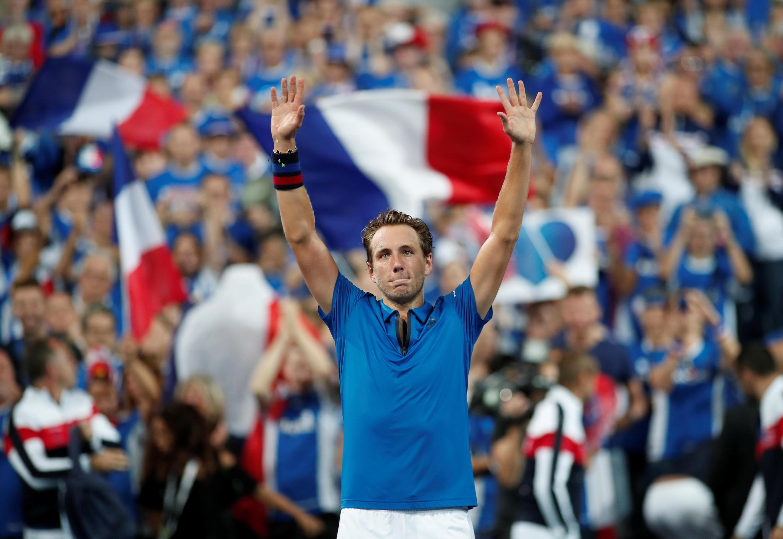Le français Lucas Pouille remporte son match contre l'Espagnol Roberto Bautista Augut, le 14 septembre 2018, à Lille en France. Il permet à la France de mener 2-0 après les deux premiers simples en demi-finale de Coupe Davis. .