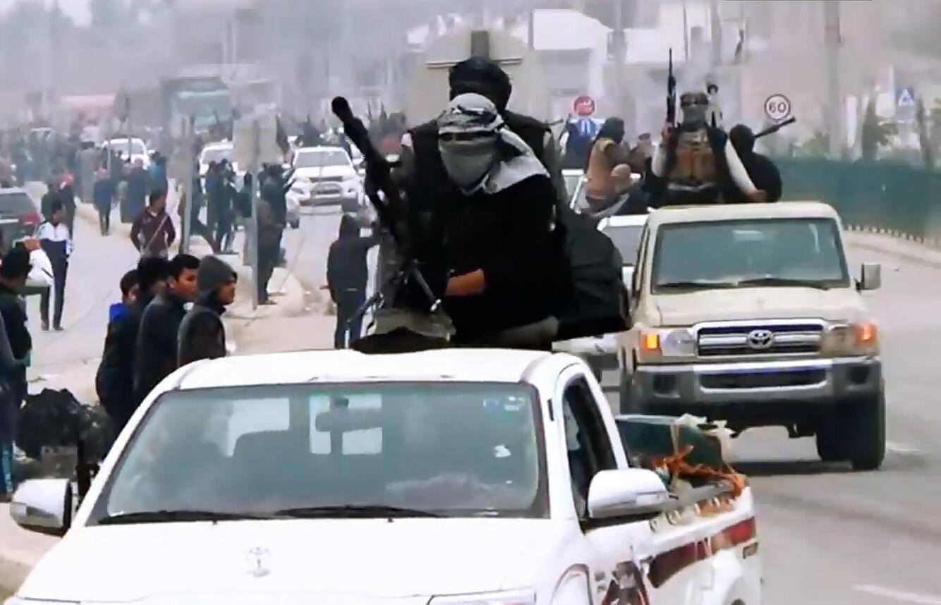 Des combattants de l'EIIL à Ramadi en mars dernier (photo extraite d'une vidéo de propagande).