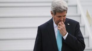 John Kerry a affirmé dimanche qu'«au final, il faudra négocier» avec Bachar el-Assad pour mettre fin au conflit qui a fait plus de 215.000 morts en quatre ans.
