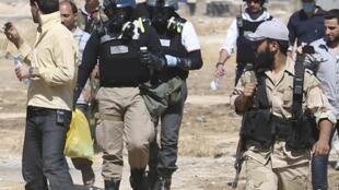 Эксперты ООН под охраной бойцов оппозиционной Асаду «Свободной сирийской армии» ищут следы применения химического оружия. Дамаск. 18.08.2013