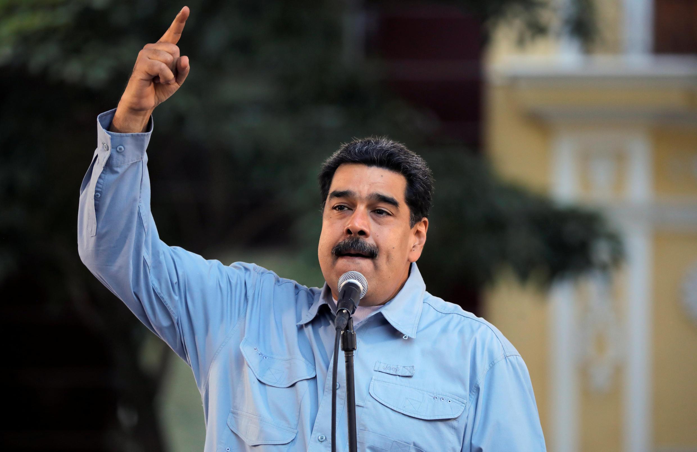 Ông Nicolas Maduro đọc diễn văn trước những người ủng hộ tại Caracas.