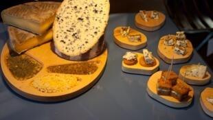 Отпрыск благородного семейства овернских сыров Fourme d'Ambert
