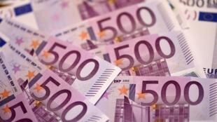 Последними выпускать фиолетовые банкноты прекратили Центробанки Германии и Австрии