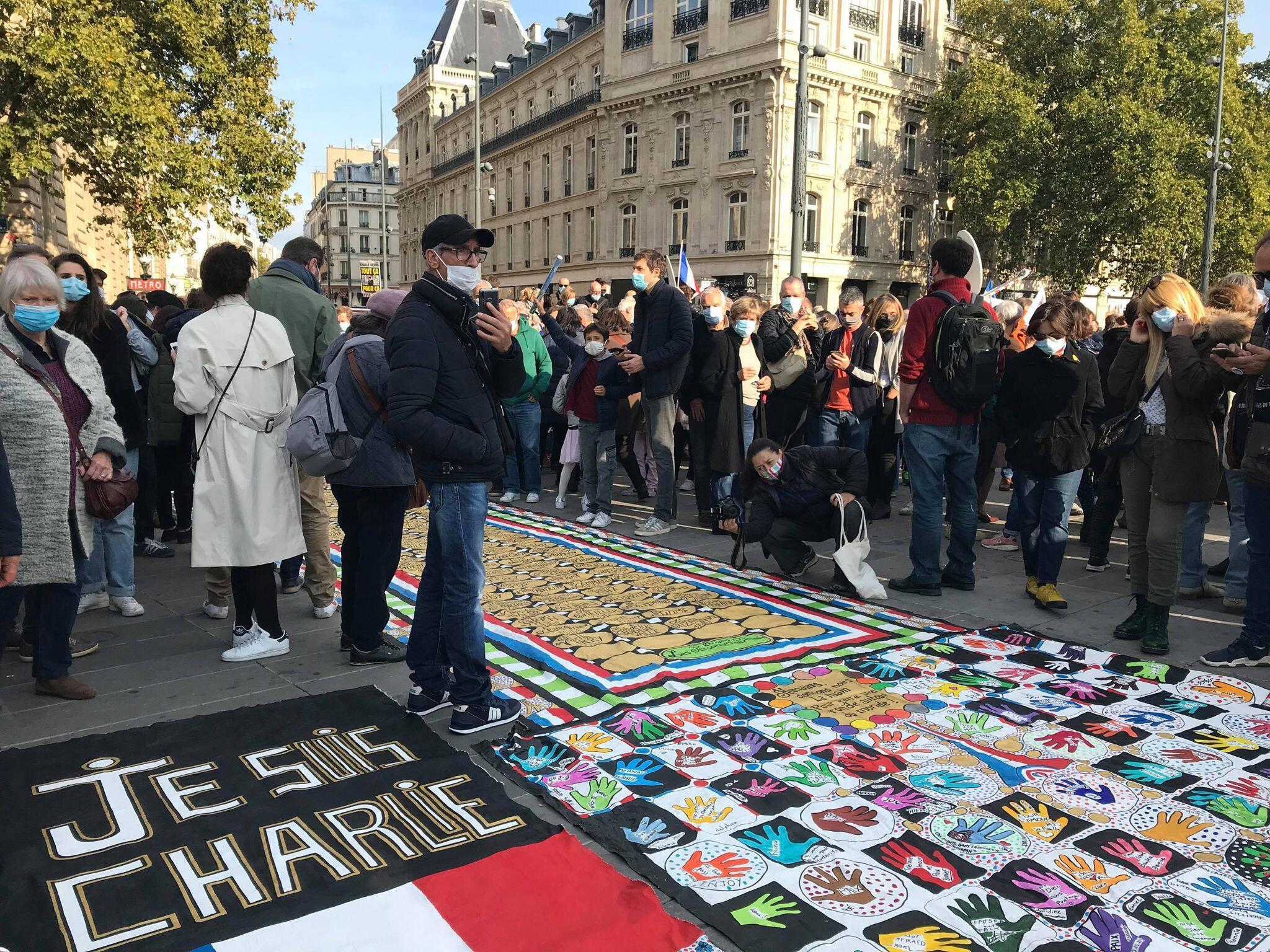 Акция памяти убитого террористом учителя Самюэля Пати. Площадь Республики в Париже, 18 октября 2020.