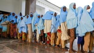 IMAGE Les lycéennes enlevées à Jangebe lors de leur libération, le 2 mars 2021, au Nigeria.