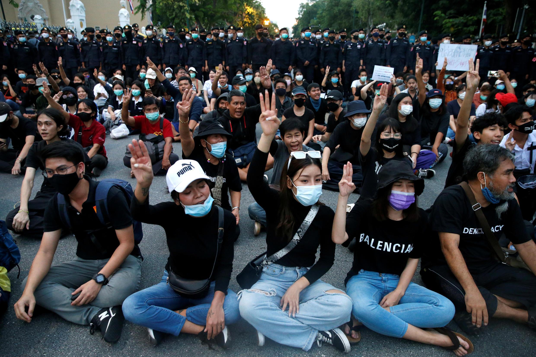 2020-10-14T111436Z_645131577_RC2BIJ92V2TN_RTRMADP_3_THAILAND-PROTESTS